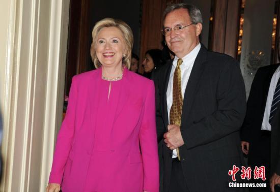 """美FBI扩大对希拉里""""邮件门""""调查 或涉公共腐败"""