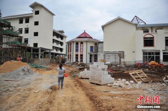 资料图:云南鲁甸地震灾区,专门为受灾民众修建的新房。<a target='_blank' href='http://www.chinanews.com/'>中新社</a>发 任东 摄