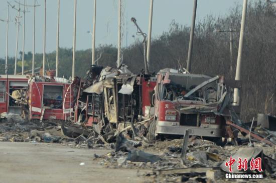 """8月16日,天津港""""812""""尤其严重火警爆破事变中心现场。 中新社发 廖攀 摄"""