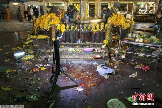2015年8月17日,四面佛发生爆炸,现场一片狼藉。