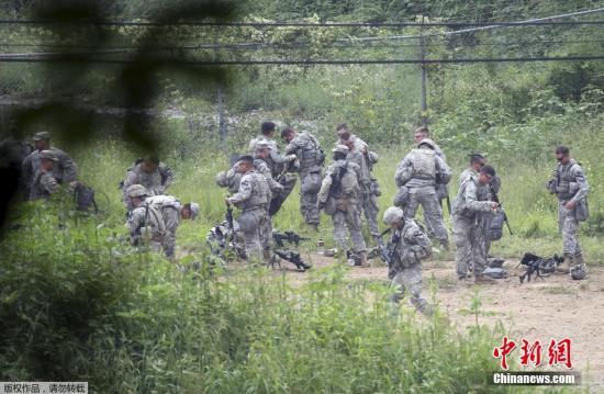 资料图:驻韩美军在距离韩朝边界隔离区不远的报川市进行军事演练。