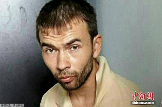 当地时间2015年8月29日,泰国警方在首都曼谷郊区抓获一名外籍男子,同时发现大量制作炸弹的材料。警方认为这名男子可能与此前曼谷四面佛爆炸案有关。