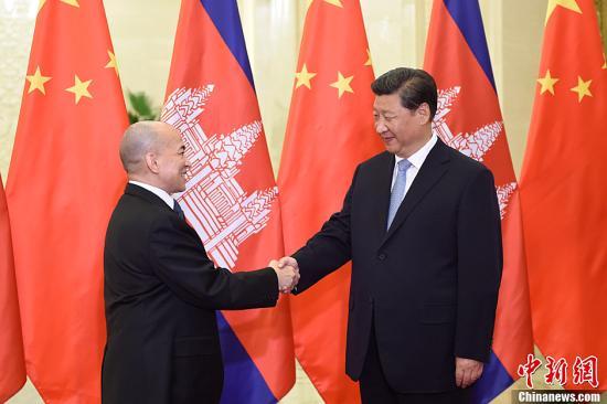 习近平会见柬埔寨国王:中柬是情同手足的兄弟