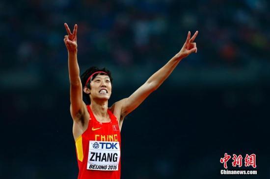 8月30日,2015年北京田径世锦赛进入到最后比赛日的争夺。在男子跳高决赛中,中国选手张国伟(图)以2米33的成绩,与卫冕冠军乌克兰的邦达伦科并列获得亚军。加拿大的德劳因通过加赛,跳过2米34夺冠。 中新社发 富田 摄