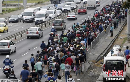 约4千名移民本地时刻9月5日早上经过匈奥边界进入奥天时,获得奥天时方面安顿。