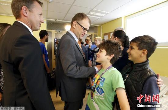 本地时刻2015年9月5日,芬兰坎奥卢,芬兰总理席比拉看望追求保护者欢迎核心。
