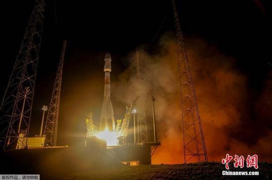 """当地时间2015年9月10日,欧洲伽利略卫星导航系统第9颗和第10颗卫星搭乘一枚俄罗斯""""联盟""""运载火箭从法属圭亚那库鲁航天中心发射升空。"""