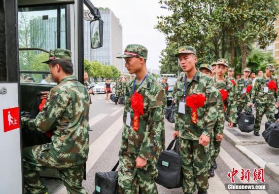 国防部:今年高学历青年报名参军人数达到144万人