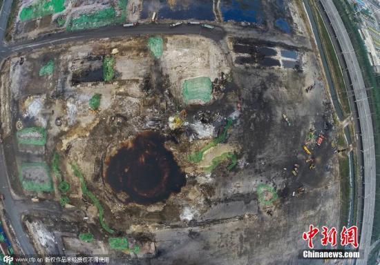 2015年9月11日,天津,天津港爆炸事故核心区清理工作基本完成,航拍清理后的核心区。 爆炸点内的水已经变成咖啡色。付丁 摄 图片来源:CFP视觉中国