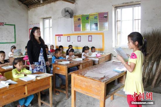 资料图:乡村小学课堂。朱柳融 摄