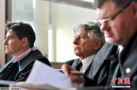 波兰斯基出席庭审旧照。