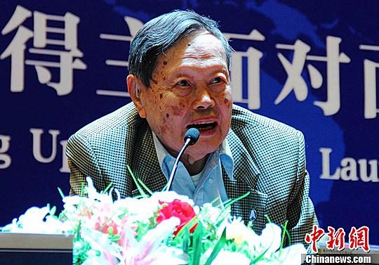 资料图:诺贝尔奖获得者杨振宁。李珂 摄