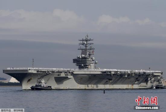"""资料图:驻扎在日本横须贺美军基地的美国""""里根号""""核动力航母。"""