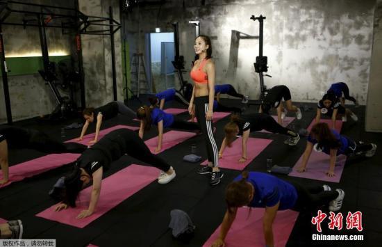 训练中,应将有氧与无氧有机结合,以取得更好的健身效果。