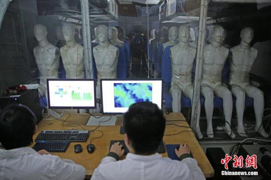 资料图:中国国产C919大型客机在上海总装下线。天津大学完成了C919座舱环境控制系统中的空气分配系统的数值仿真和优化设计,使座舱内的空气新鲜度比主流传统大飞机提高了20%,乘客的热舒适度提升,填补了该项技术在国内的空白。中新社记者 佟郁 摄