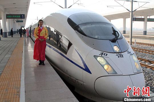 资料图 丹大快速铁路。记者 沈殿成 摄