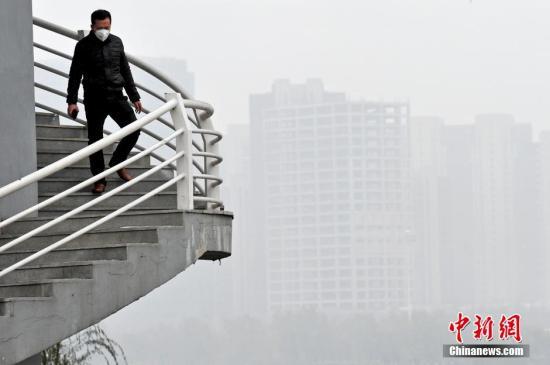 停止11日,辽宁省局部都会的雾霾已延续3天。 中新社记者 孙昊声 摄