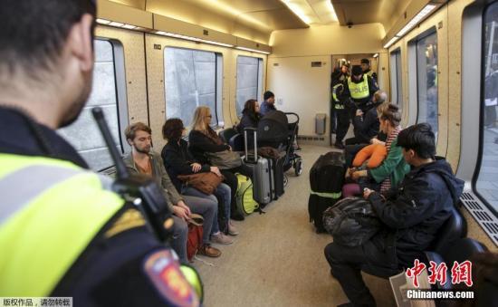 寒冷天气阻难民步伐 部分难民绝食要求入境欧洲