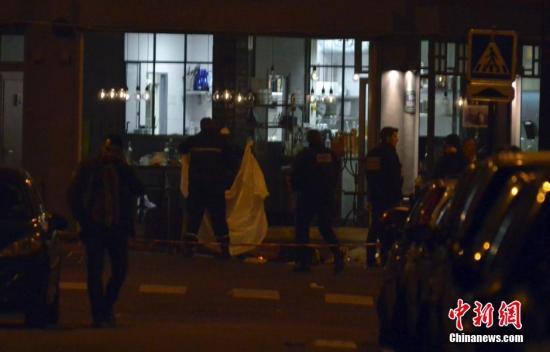 资料图:2015年11月,巴黎11区小柬埔寨餐厅的枪击案现场。