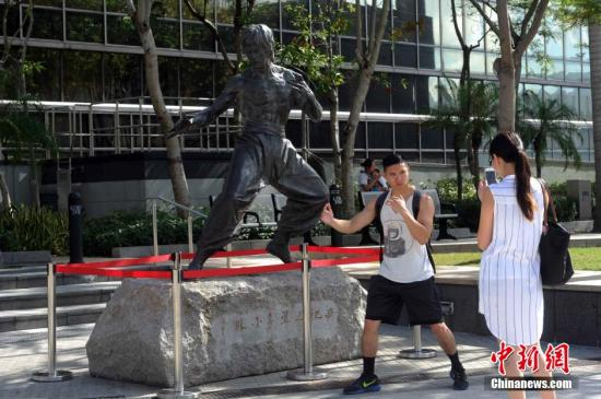 香港星光大道。<a target='_blank' href='http://www-chinanews-com.yqsgwt.com/'>中新社</a>记者 谭达明 摄