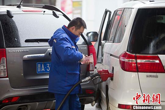 香港经济日报:油价易跌难升 添全球金融风险