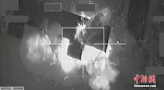 """资料图:联军空袭叙利亚拉卡市的""""伊斯兰国(IS)""""目标。"""