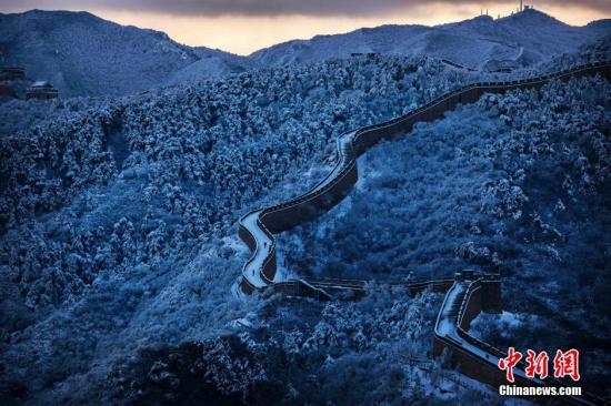 资料图:北京长城银装素裹。 图片来源:视觉中国