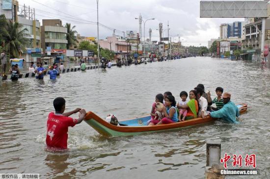 印度暴雨致数百人亡:多地仍淹水中 机场重新开放