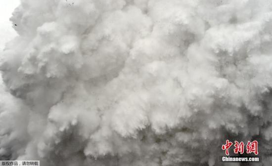 资料图:雪崩。