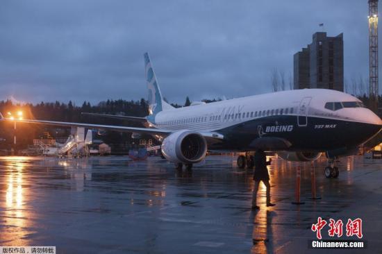 737MAX飞机安装了最新先进技术的分叉翼梢小翼,波音称新型小翼将可节油1.8%。与当前市场中最最高效的新一代737相比,737 MAX的燃油效率可提高14%,与早期的737相比燃油效率提高了20%。