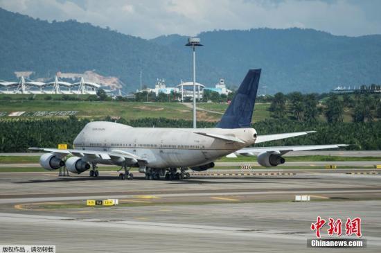 熟悉民航局运作的消息人士指出,机场可能遇上欠钱不还的飞机公司或机主,例如在拖欠飞机降落费或停机费后不见踪影。