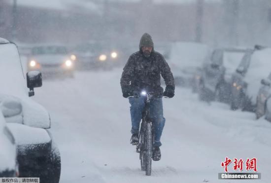 这是犹他州和科罗拉多州迎来的第一个大风暴。据悉,受风暴影响的多地都已停课。