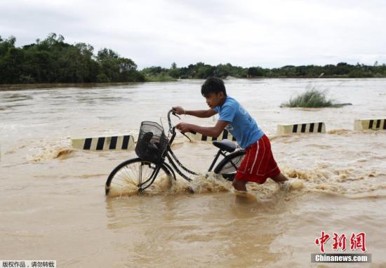 """菲律宾总统因台风宣布国家进入""""灾难状态"""""""