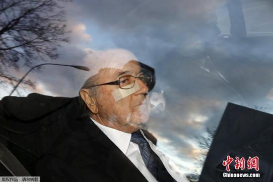 "FIFA贪腐丑闻:布拉特和普拉蒂尼遭""禁足""8年"