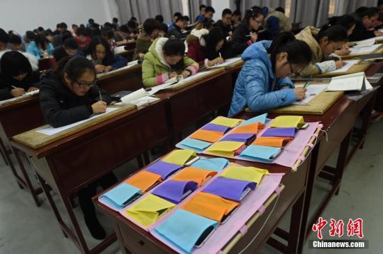 江西:非教学需要禁止本科学生将手机带入课堂