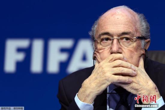 2015年5月30日,布拉特连任国际足联主席后在苏黎世举行新闻发布会。