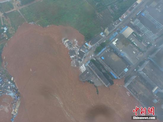 图为航拍深圳山体滑坡现场。 秦川 张钊 摄 图片来源:视觉中国
