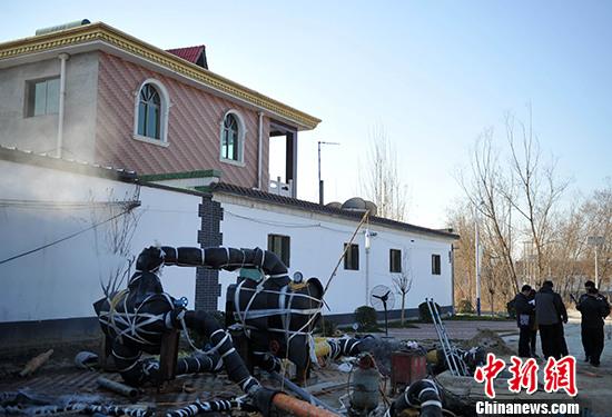 """12月中旬,记者探访该村的""""温泉深井""""。 中新社记者 翟羽佳 摄"""