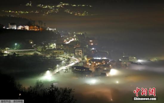 材料图:本地工夫2015年12月27日,波斯僧亚-乌塞哥维那萨推热窝氛围净化严峻,被雾霾覆盖。