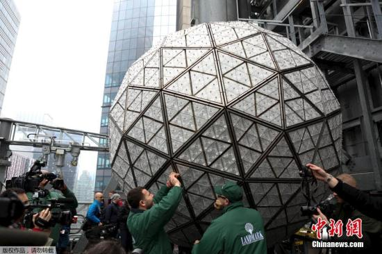 纽约近六千警察保卫时报广场跨年夜活动 严防恐袭