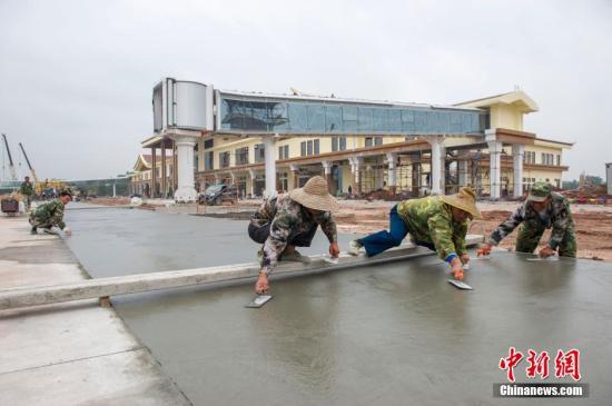 资料图:海南博鳌机场工程建设。中新社记者 骆云飞 摄