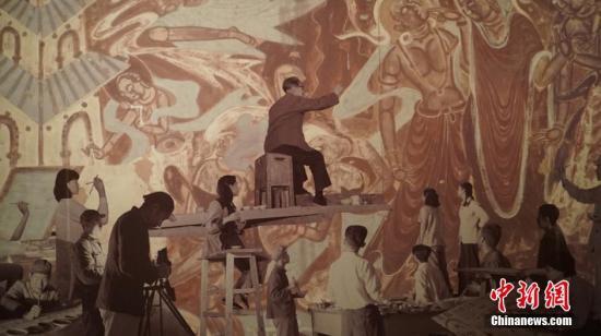 资料图:敦煌壁画临摹群像。 钟欣 摄