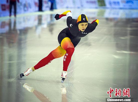 资料图:中国速滑名将张虹在比赛中。 刘新 摄