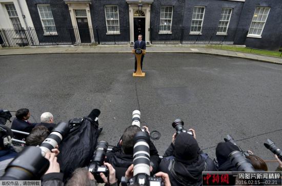 英国就去留欧盟问题陷入角力战 英镑重挫成箭靶