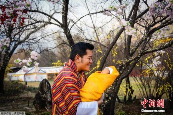 不丹小王子襁褓熟睡照曝光 微张小嘴模样可爱(图)