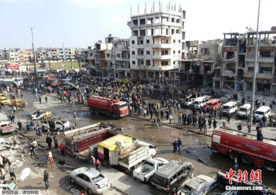 当地时间21日,叙利亚多地发生连环爆炸:叙利亚首都大马士革南郊遭连环爆炸袭击,已造成87人死亡180人受伤;另外,叙利亚中部城市霍姆斯市遭遇2起汽车炸弹袭击,造成57人死亡,另有上百人受伤。