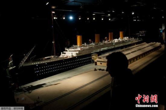 资料图:当地时间2018-12-15,泰坦尼克重现展亮相西班牙格拉纳达,人们可以在展览上参观一艘按1:30比例制作的泰坦尼克号模型。