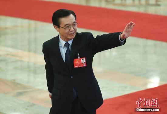 """3月9日,商务部部长高虎城在两会""""部长通道""""接受记者采访。<a target='_blank' href='http://www.chinanews.com/'>中新社</a>记者 杜洋 摄"""