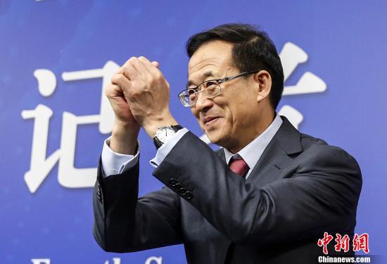 图为刘士余。 <a target='_blank' href='http://www.chinanews.com/'>中新社</a>记者 张浩 摄