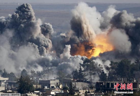 资料图:2014年,以美国为首的国际联盟开始对叙境内IS进行空袭。